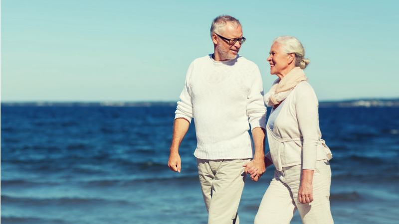 retirees-discussing-income